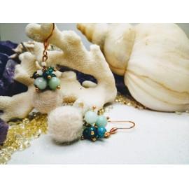 Fehér pompon gyöngyökkel /kék